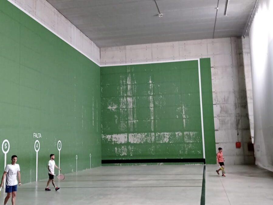 El Ayuntamiento de Jaén mejora la iluminación del frontón de La Salobreja con nuevas luminarias LED que permitirán ahorrar en el consumo eléctrico