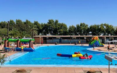 El Ayuntamiento brinda una divertida despedida con juegos de agua a los niños y niñas que han participado en las Escuelas Deportivas Municipales en Las Fuentezuelas