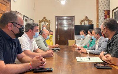 """El Ayuntamiento refrenda su compromiso con el Jaén Paraíso Interior FS con el primer acuerdo de patrocinio municipal a través de la marca """"Jaén, Jaén Auténtica"""" estimado en 130.000 euros"""