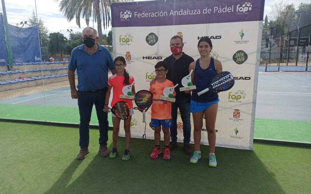 Reconocimientos a los ganadores del Campeonato de Andalucía Mixto Menores y en especial a Hugo Rodríguez, también subcampeón nacional
