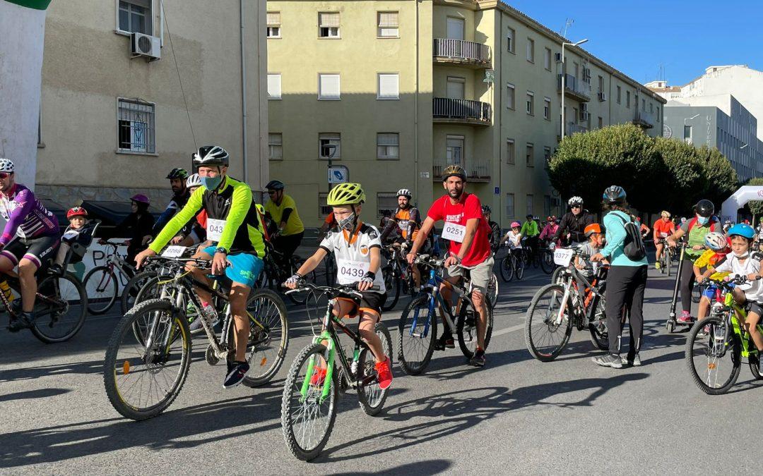 El alcalde de Jaén, Julio Millán, asiste al I Día Bicicleta en Jaén